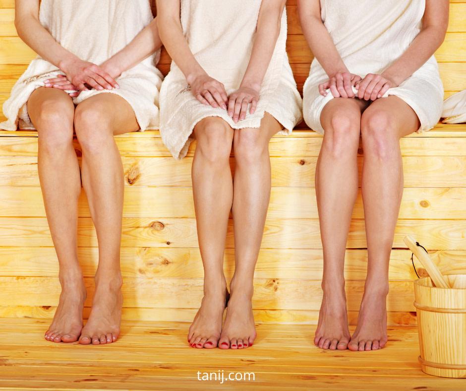 сауна: сколько нужно полотенец? нужны ли тапочки, можно ли одевать купальник? правила этикета в сауне